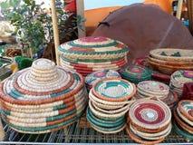 Cestas e pratos de tecelagem foto de stock