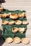 Cestas hechas a mano en la manta verde Fotografía de archivo libre de regalías