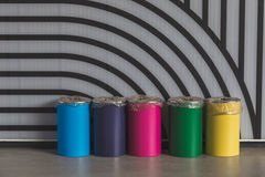 Cestas inútiles coloridas en la expo 2015 en Milán, Italia Imágenes de archivo libres de regalías