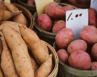 Cestas por completo de patatas Imagen de archivo libre de regalías