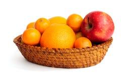 Cestino con frutta Fotografia Stock Libera da Diritti
