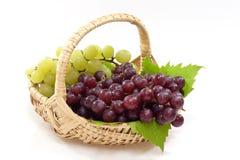 Cestino con l'uva Fotografie Stock