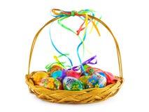 Cestino con le uova di Pasqua Immagine Stock