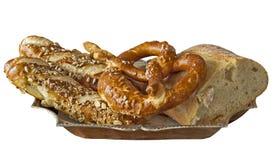 Cestino del pane bianco bavarese isolato nel bianco Immagini Stock Libere da Diritti