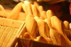 Cestino del pane nel colore caldo dorato Fotografia Stock