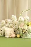 Cestino dell'uovo di Pasqua Con il coniglietto Immagini Stock