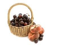 Cestino di frutta. fotografie stock