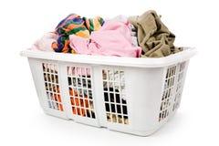 Cestino di lavanderia e vestiti sporchi Fotografie Stock Libere da Diritti