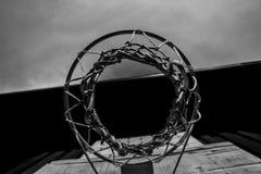 Cestino di pallacanestro Fotografie Stock Libere da Diritti