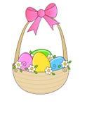 Cestino di Pasqua con i fiori della sorgente Immagine Stock