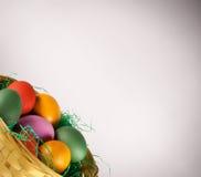 Cestino di Pasqua con le uova Fotografia Stock