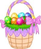 Cestino di Pasqua con le uova variopinte Fotografie Stock