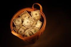 Cestino di soldi fotografia stock libera da diritti