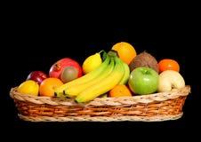 Cestino in pieno della frutta fresca Fotografia Stock Libera da Diritti