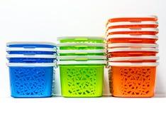 Cesto de compras plástico colorido ilustração stock