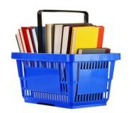 Cesto de compras plástico com os livros no branco fotos de stock
