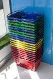 Cestos de compras coloridos Fotografia de Stock