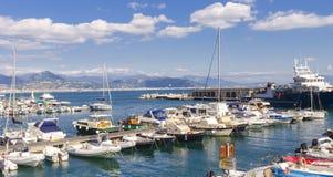 Cetara小码头在阿马尔菲海岸 免版税库存图片