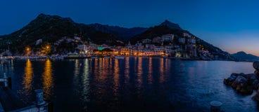 Cetara, costa de Amalfi Italia Salida del sol Overvierw del embarcadero del puerto Fotografía de archivo libre de regalías