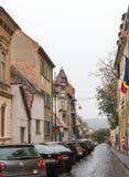 Cetatii街道在一个雨天 锡比乌市在罗马尼亚 库存图片
