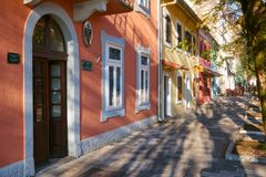Cetinje, Montenegor, el 13 de noviembre de 2018, calle de la ciudad imagen de archivo libre de regalías