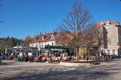 Cetinje, Montenegor am 13. November 2018 der Hauptplatz in der Stadt lizenzfreie stockfotos