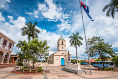 Cetral fyrkant i kubansk by av Vinales royaltyfri fotografi