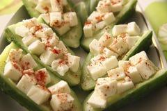 Cetrioli con formaggio. Fotografie Stock