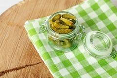 Cetrioli deliziosi marinati Il concetto è alimento sano, vegeta Fotografie Stock Libere da Diritti