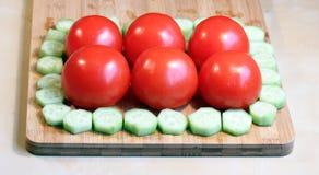 Cetrioli e pomodori freschi Immagine Stock