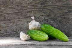 Cetrioli ed aglio Fotografie Stock Libere da Diritti