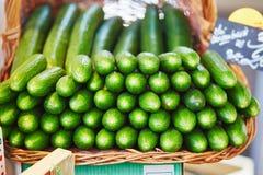 Cetrioli sul mercato dell'agricoltore a Parigi, Francia Immagini Stock Libere da Diritti