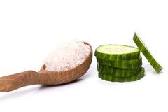 Cetriolo e sale marino verdi Fotografia Stock