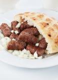 Cevapcici, no espeto triturado bosniano da carne imagem de stock royalty free