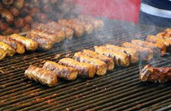 Cevapcici roumain cuit sur le gril Photo stock
