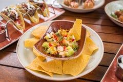 Ceviche do camarão com nachos do milho Fotos de Stock Royalty Free