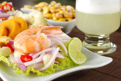 Ceviche mit Pisco sauer lizenzfreies stockbild