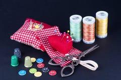 Cewy, Neddle skrzynka, nożyce, guziki i naparstki, Fotografia Royalty Free