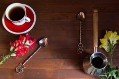 Cezve,杯子,匙子 免版税库存图片