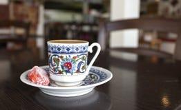cezve κρύο γυαλί espresso καφέ όπως το εξυπηρετούμενο μικρό τουρκικό ύδωρ Στοκ Εικόνες