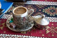 象服务的小的土耳其水的cezve咖啡冷浓咖啡玻璃 免版税图库摄影