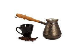 Cezve com os feijões do copo e de café Foto de Stock Royalty Free