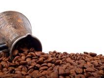 Cezve y granos de café Fotografía de archivo