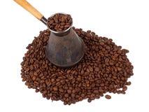 Cezve y granos de café Imágenes de archivo libres de regalías