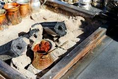 cezve zimna kawa od espresso szkło jak mała służyć turecka wody Zdjęcia Stock