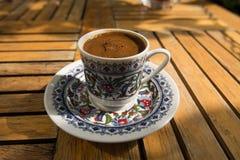 cezve zimna kawa od espresso szkło jak mała służyć turecka wody fotografia stock