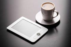 Cffee y leído Imágenes de archivo libres de regalías