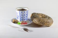 Chá, bagel e doces Imagens de Stock Royalty Free