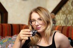 Chá bebendo adolescente Imagens de Stock Royalty Free