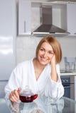 Chá bebendo da mulher Imagem de Stock